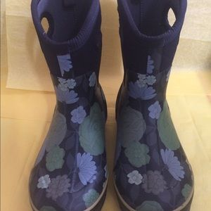 Women's floral bogs mid boots size 9
